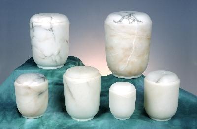 Alabaster, weiss / auch in terracotta 175-250, 0,25 ltr. - 65,00 Euro 175-500, 0,5 ltr. - 85,00 Euro 175-1000, 1,0 ltr. - 145,00 Euro 175-750, 0,75 ltr. - 115,00 Euro 175-1500, 1,5 ltr. - 170,00 Euro 175-2000, 2,0 ltr. - 195,00 Euro